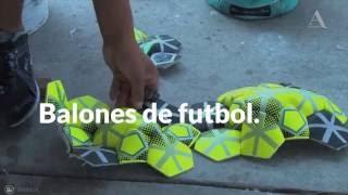 Reclusos hacen balones de futbol como parte de su reinserción social   Aristegui Noticias