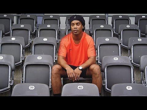 Ronaldinho vs freekickerz - Ultimate Crossbar Challenge - Thời lượng: 2 phút, 19 giây.