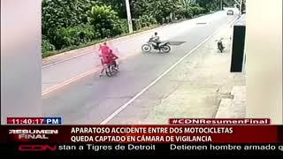 Aparatoso accidente entre dos motocicletas queda captado en cámara de vigilancia