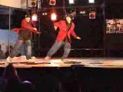 Классно танцуют locking ребята из Японии