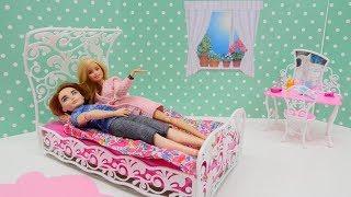 Video Oyuncak videolar: Barbie Ailesi yeni yatak alıyorlar! MP3, 3GP, MP4, WEBM, AVI, FLV Desember 2017