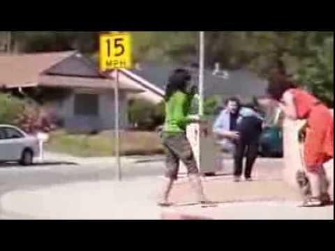 l'uomo tagliato a metà, che paura per i passanti!