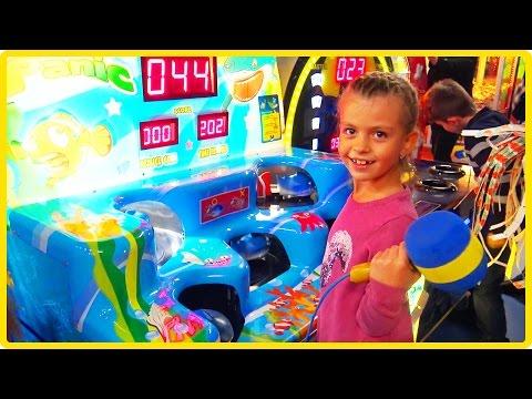 Игротека с Василисой // Играем в детские игровые автоматы, зарабатываем билетики