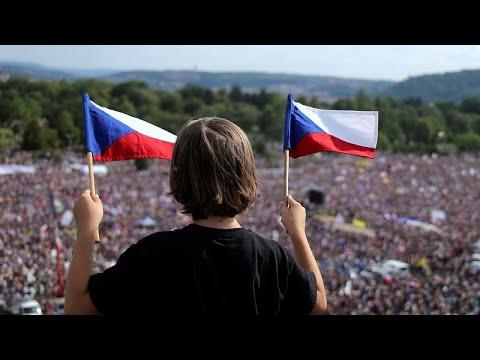 Επιβλητική αντικυβερνητική διαδήλωση στην Πράγα