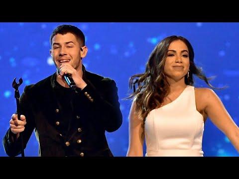 Anitta canta com Nick Jonas em homenagem ao Alejandro Sanz!