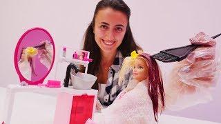 Video Barbie Sevcan'nın kuaföründe saçını boyatıyor. Kız oyunları MP3, 3GP, MP4, WEBM, AVI, FLV Desember 2017