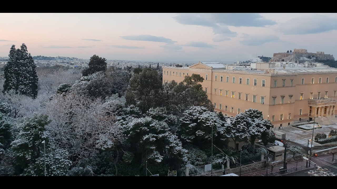 Χιονόπτωση στην πλατεία Συντάγματος