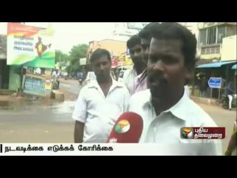 Commuters-suffer-as-drainage-flows-on-the-road-in-Karakudi