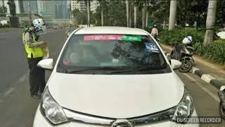 Video polisi tilang dan melepas stiker asian games 2018 Grab Car bebas ganjil genap MP3, 3GP, MP4, WEBM, AVI, FLV September 2018