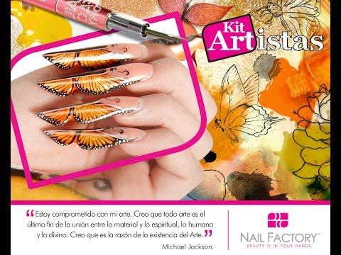 nail art farfalla con pigmento