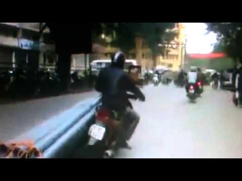 Siêu xe chở hàng bằng xe máy cực bá đạo
