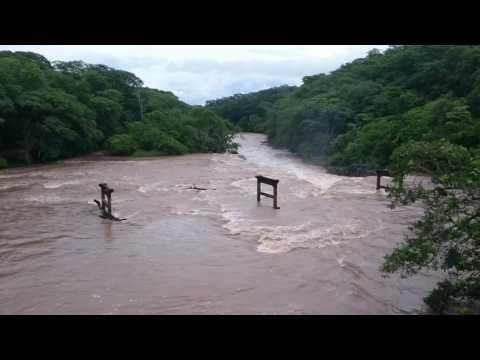 Rio Aguapei ou rio feio em Salmourão,SP 16/01/2017
