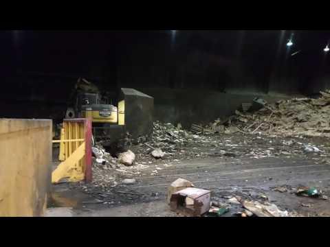 Huh, tämä jäteasema on täynnä rottia – Melkoinen kuhina!