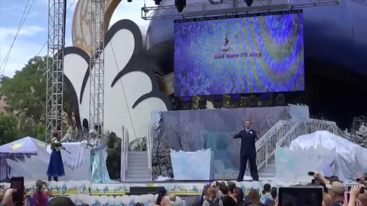 Frozen Summer Fun - Anna's and Elsa's Royal Welcome