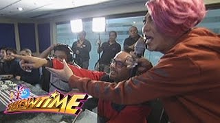 It's Showtime: Mannequin challenge with Direk Bobet