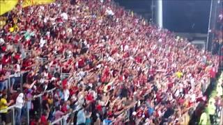 Jogo entre Flamengo x Ponte Preta inaugura os jogos do time rubro-negro na Ilha do Governado, no estádio que a torcida definiu o nome como Ilha do Urubu. Alguns momentos da Torcida do Flamengo no estádio e na hora da comemoração do gol de Rever. O jogo terminou em 2 x 0, com gols de Rever e Leandro Damião. O estádio recebeu 13.981 presentes