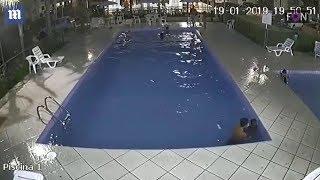 Шокирующая Запись с Видео Камеры Установленной в Бассейне