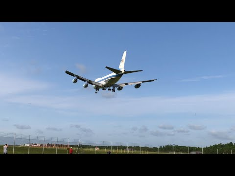 The closest anybody will ever get to Airforce 1 landing INSANE!!!!