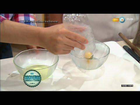 Como separar la yema de la clara con una botella