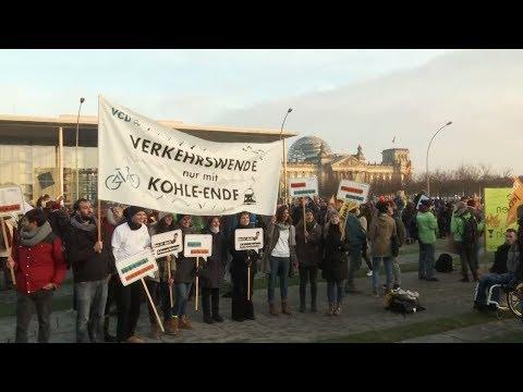 Klimaschutz: Demos für schnellen Kohleausstieg in Berlin  ...
