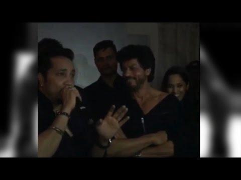 Shah Rukh Khan Sings 'Billo' With Mika Singh A