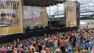 Jon Pardi Dirt on my boots LIVE CMA fest 2017