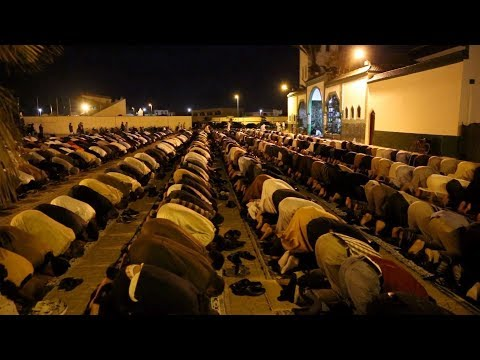 الداخلة.. نفحات رمضان تذكي أجواء العبادة داخل مساجد المدينة