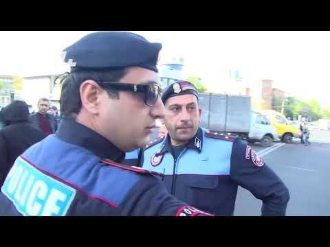 Ոստիկանները բերման ենթարկեցին ուսանողների - DomaVideo.Ru