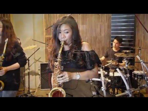 Hellosomeone Like You Adele Saxophone Cover By Saxpackgirl Action