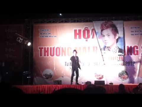 Châu Việt Cường diễn hài tại Bắc Giang