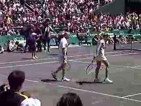 Andre Agassi injures Steffi Graf in Houston