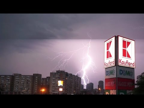 Video Fulgere si tunete in Bucuresti, Romania  Lightning and thunder in Bucharest, Romania download in MP3, 3GP, MP4, WEBM, AVI, FLV January 2017