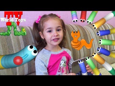 Первый let's play Арины в Slither.io Играем в Червяков слизарио на World Toys TV