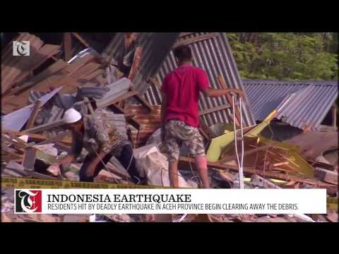 People in the Aceh province of Indonesia were clearing up the debris on Saturday after a deadly earthquake which killed at least 100 people.