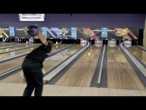 bowl - Storm Bowling expert Randy Pedersen demonstrates how to bowl with a targeting system.To view over 15000 other how-to, DIY, and advice videos on any topic, v...