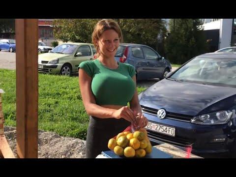 Sprzedawczyni mandarynek w Chorwacji, która robi furore!