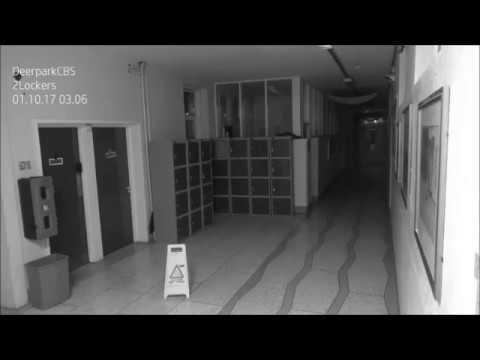 Öisellä koulun käytävällä tapahtuu kummia