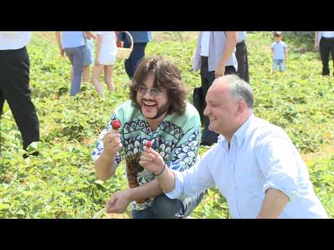 Igor Dodon împreună cu Filip Kirkorov au inaugurat cea de-a V-a ediție a Festivalului Căpșunelor și Mierii