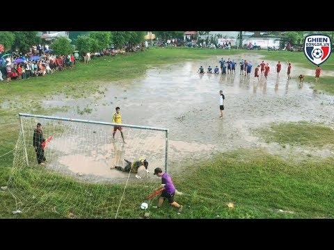 Bình luận Fun | Chết cười với loạt Penalty trên sân lầy lội tại quê Sơn Tùng Mtp - Thời lượng: 5:02.