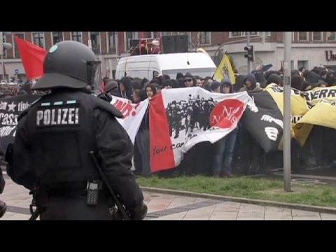 Dortmund'da polis sağ ve sol grupların arasında kaldı