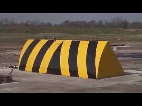 VIDEO: HT1 Commander – kamion jedoucí do davu zmuchlá jako papír
