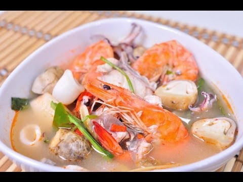 [Thai Food] Thai Spicy Seafood Soup (Tom Yum Ruam Mit Ta Lay Nam Sai)