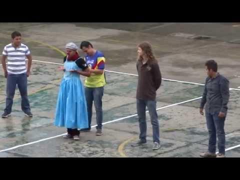 Payasos y Mimos en Coyoacan Parte 15: Carlos Miguel Sánchez (Quinceañera bajo la lluvia)
