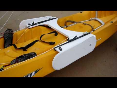 Kayak à voile:  Montage pour équiper un kayak de mer d'une voile.Pour voir l'ensemble, regarder