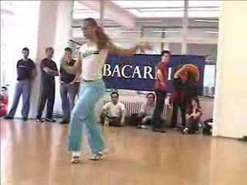 Griselle показывает как танцевать женский стиль сальсы