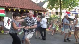 Salsa dansen op het Spui