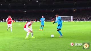 Neymar dá elástico invertido e passa no meio de dois marcadores - Arsenal 0 x 2 Barcelona.Dia 23/02/16