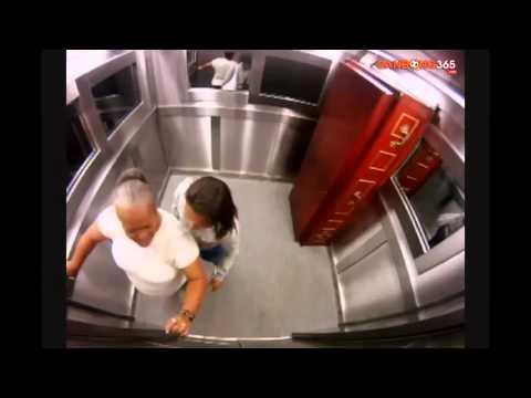 Doạ ma vui trong thang máy