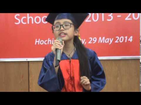 Phương Mỹ Chi hát tại lễ tổng kết năm học
