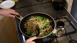 Quick&Easy Meals For One Or Two In HD : Thai Recipes - Thai Chicken Noodles